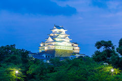 Arbres H à angles de ciel de coucher du soleil de château de Himeji Jo Images libres de droits