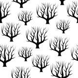Arbres incurvés noirs et blancs sans couture sans milieux de feuilles Photos stock
