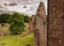 Arbroath Abbey Graveyard en oude Ruïnes van Hoogte stock foto