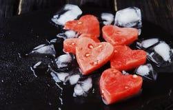Arbuzów serca z kostkami lodu dla Valentine& x27; s dzień Obrazy Royalty Free