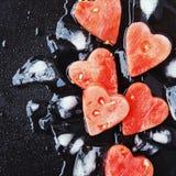 Arbuzów serca z kostkami lodu dla Valentine& x27; s dzień Obraz Royalty Free