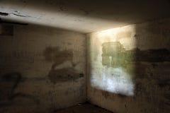 Arcón concreta abandonada Foto de archivo libre de regalías