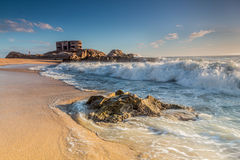 Arcón, ondas y rocas Fotografía de archivo libre de regalías