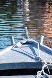 Arc d'un bateau dans l'eau Photographie stock libre de droits