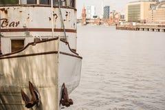 Arc d'un vieux bateau rouillé Photo libre de droits