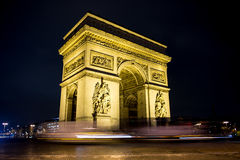 Arc de triomph. At night and cars passing by Royalty Free Stock Images