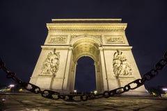Arc de Triomphe και αλυσίδα τη νύχτα Στοκ Φωτογραφία
