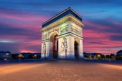 Arc de Triomphe και Champs Elysees, ορόσημα στο κέντρο του Παρισιού Στοκ Εικόνες