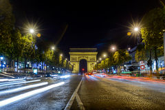 Arc de Triomphe Παρίσι άποψη νύχτας πόλεων από το δρόμο Στοκ φωτογραφία με δικαίωμα ελεύθερης χρήσης