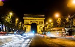 Arc de Triomphe στο Παρίσι η πόλη νύχτας Στοκ Εικόνες