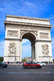 Arc de Triomphe στο Παρίσι σε μια ηλιόλουστη ημέρα Στοκ Εικόνα