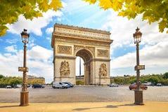 Arc de Triomphe célèbre dans des Frances de Paris Images libres de droits