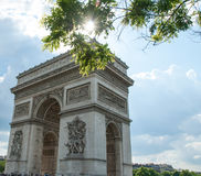 Arc de Triomphe de l'Étoile μια ηλιόλουστη ημέρα ανοίξεων Στοκ Εικόνες