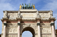 Arc de Triomphe du Carrousel. The arch, surmounted by a chariot drawn by four Corinthian style horses, wasrncommissioned in 1806 to commemorate Napoleon\'s Stock Images