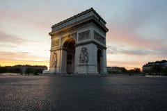 Arc de Triomphe et Champs-Elysees, points de repère au centre de Paris Images libres de droits
