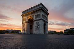 Arc de Triomphe et Champs-Elysees, points de repère au centre de Paris Image libre de droits