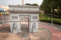 Arc de Triomphe i Mini Siam Park Royaltyfri Fotografi
