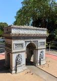 Arc de Triomphe i Mini Siam parkerar i den Pattaya staden Royaltyfri Fotografi