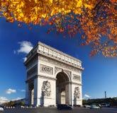 Arc de Triomphe no outono, Paris, fotos de stock royalty free