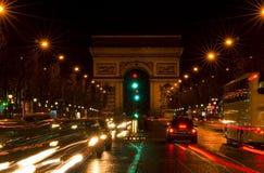 Arc de Triomphe och Champs-Elysees aveny Arkivfoton