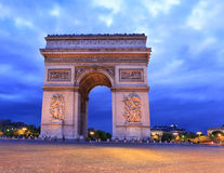 Arc de Triomphe på skymning, Paris Arkivbilder