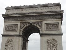 Arc de Triomphe på stället de l ‰ för ` Ã toile - den främre sikten - Paris - Frankrike Royaltyfria Bilder