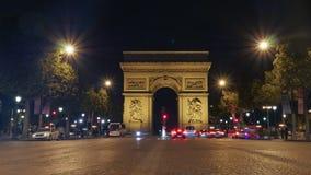 Arc de Triomphe Paris som är upplyst på natten Arkivfoto