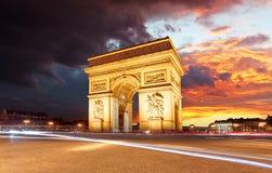 Arc de Triomphe Paris stad på solnedgången Royaltyfria Foton