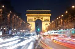 Arc de Triomphe Paris stad på solnedgången Arkivbild