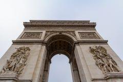 Arc de Triomphe Triumph αψίδα, ή θριαμβευτική αψίδα place de λ ` Etoile στο Παρίσι, που λαμβάνεται από κάτω από Στοκ φωτογραφίες με δικαίωμα ελεύθερης χρήσης
