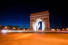 Arc de Triomphe vid natt, Paris. Arkivbilder