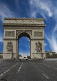 Arc de Triomphe von den Championen Elysees in Paris Lizenzfreie Stockfotos