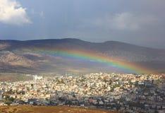 Arc-en-ciel au-dessus de Cana de la Galilée, Israël Image libre de droits