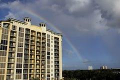 Arc-en-ciel au-dessus de Fort Myers du nord, la Floride Image libre de droits