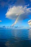 Arc-en-ciel au-dessus de l'océan Images libres de droits