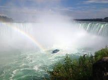Arc-en-ciel aux automnes en fer à cheval, chutes du Niagara Image libre de droits