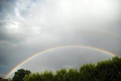Arc-en-ciel avec des nuages Photographie stock libre de droits