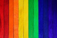 Arc-en-ciel en bois naturel coloré Multicolore en bois peint Photographie stock