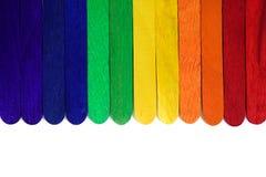 Arc-en-ciel en bois naturel coloré Multicolore en bois peint Photo stock