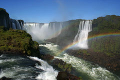 Arc-en-ciel chez l'Iguazu Falls Photographie stock libre de droits