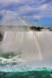 Arc-en-ciel chez le Niagara Falls Image stock