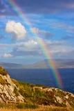 Arc-en-ciel dans la campagne irlandaise images stock