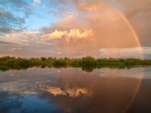 Arc-en-ciel dans le ciel Photos libres de droits