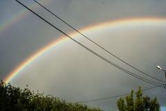 Arc-en-ciel dans le ciel Arc-en-ciel après la pluie Bel arc-en-ciel de sept-couleur photographie stock