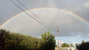 Arc-en-ciel dans le ciel Arc-en-ciel après la pluie Bel arc-en-ciel de sept-couleur images libres de droits