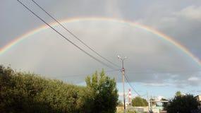 Arc-en-ciel dans le ciel Arc-en-ciel après la pluie Bel arc-en-ciel de sept-couleur images stock