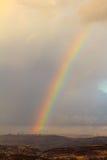 Arc-en-ciel dans les montagnes d'Ariel Photo libre de droits