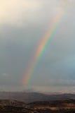 Arc-en-ciel dans les montagnes d'Ariel, hiver, Israël images libres de droits