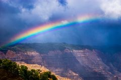 Arc-en-ciel de canyon de Waimea Photographie stock libre de droits