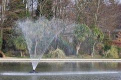 arc-en-ciel de fontaine photo stock